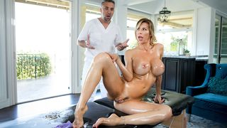 Sexy MOTHER I'D LIKE TO FUCK came for a foot massage and ended up fucking the reflexologist very hard