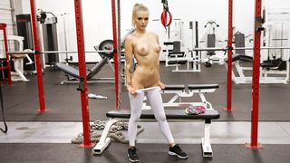 The sexiest blond babe in the gym tore her tights apart so that I could slip into her creamy fuck hole